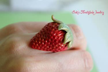 Strawberry Ring by Sakiyo-chan