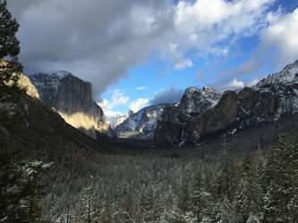 Light on Tu Tock Anula (Yosemite) by Yosemite-Stories