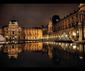 Louvre by geometricphotos