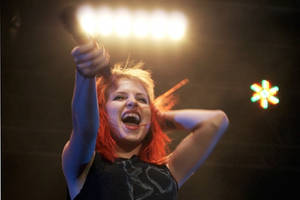 Paramore Live 75 by VICINITYOFOBSC3NITY