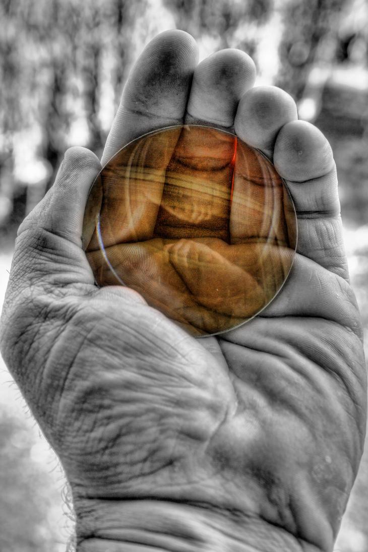 Une lentille dans ma main by KIKIphotolove
