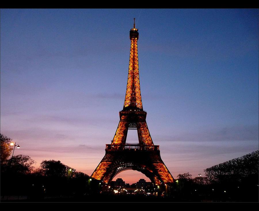 Eiffel Tower I by 0pen-y0ur-eyes