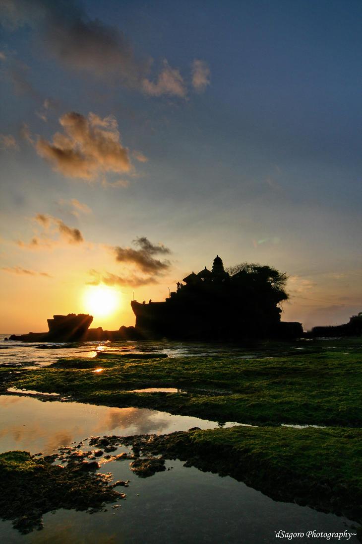 Sunset at Tanah Lot by danusagoro