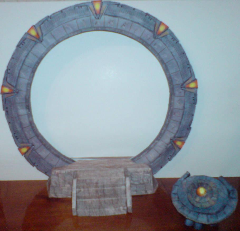 Cercle des dieux, et pas que ... Stargate_sg1_papercraft_by_moonfishz_d60mdjy-pre.jpg?token=eyJ0eXAiOiJKV1QiLCJhbGciOiJIUzI1NiJ9.eyJzdWIiOiJ1cm46YXBwOiIsImlzcyI6InVybjphcHA6Iiwib2JqIjpbW3siaGVpZ2h0IjoiPD0xNDkzIiwicGF0aCI6IlwvZlwvNmIzNDdhNWMtYWYzNi00MGY0LThhODQtOThhOWVkMjkxYmJhXC9kNjBtZGp5LWVmYWI2NTk5LTM1OTgtNDA5MS1hMTE4LWIzYWU0OWUyMThiMC5qcGciLCJ3aWR0aCI6Ijw9MTU0OCJ9XV0sImF1ZCI6WyJ1cm46c2VydmljZTppbWFnZS5vcGVyYXRpb25zIl19