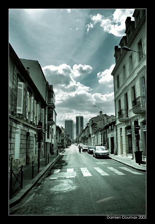 Walking in Bordeaux by kil1k