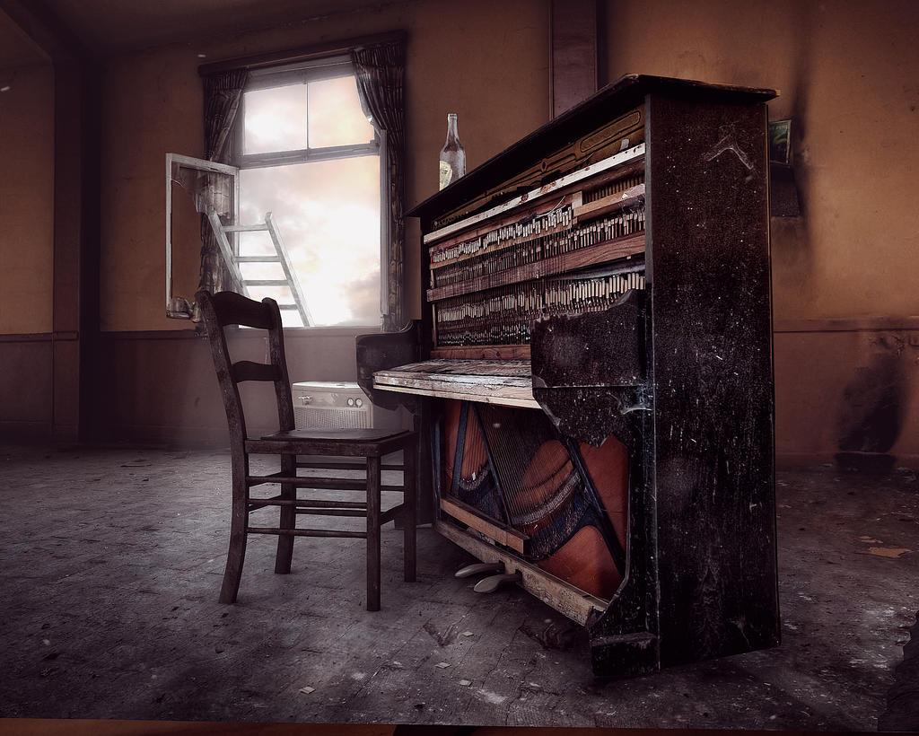 Camera Projection: Piano Bar