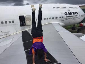 Jumbo Handstand