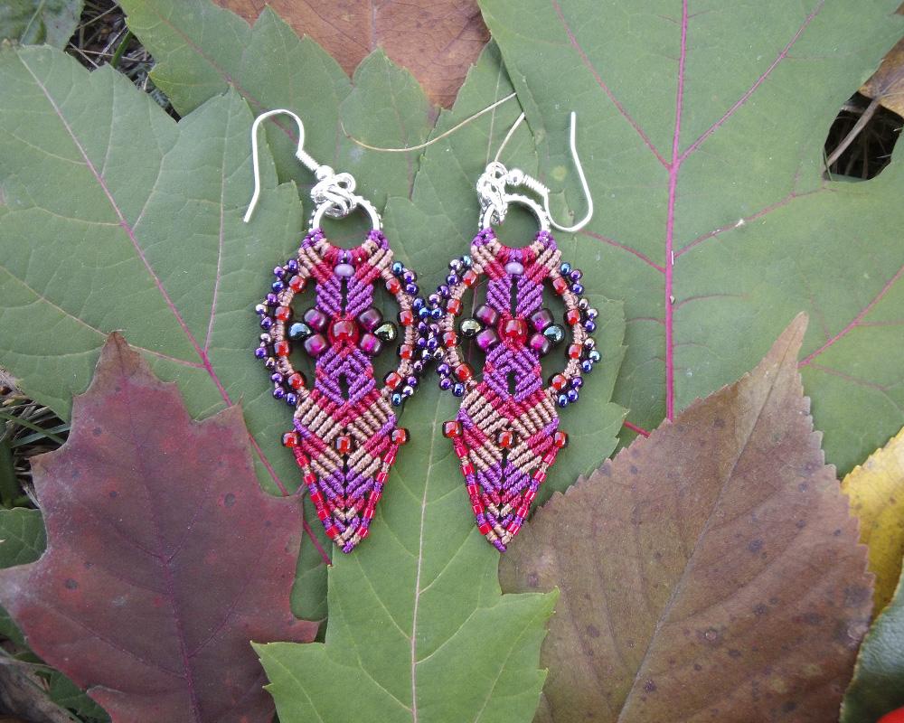 Red and Purple Macrame Earrings by borysbrytva