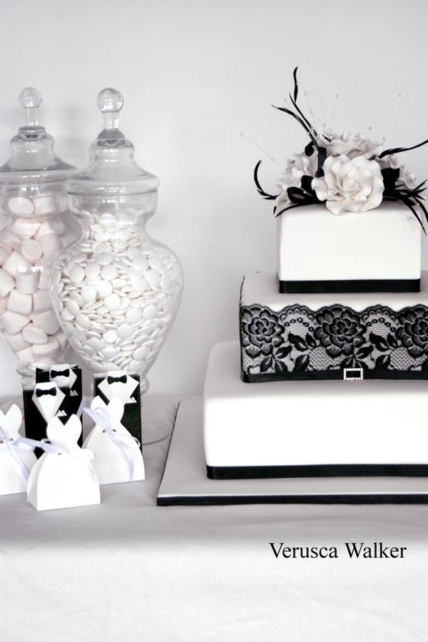 Black White Wedding Cake by Verusca