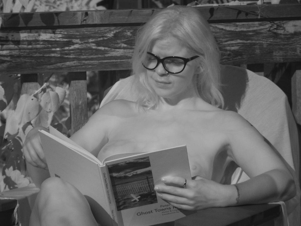 Naked Girls Reading - Angel by grandart