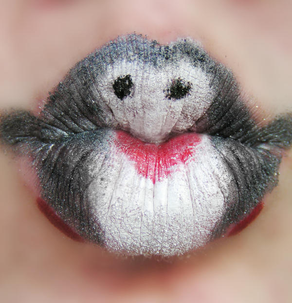 Penguin Kiss by Ewig