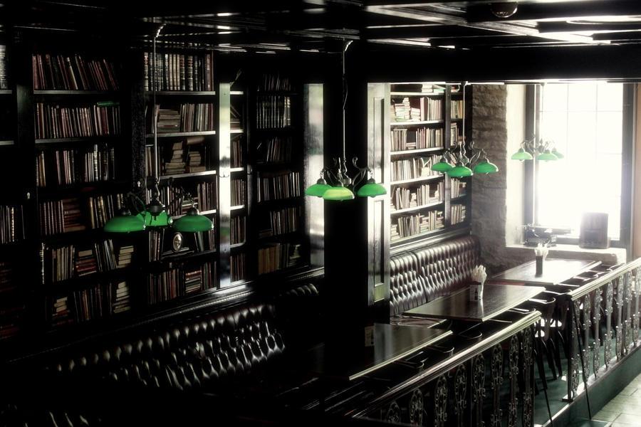 http://fc01.deviantart.net/fs70/i/2011/174/b/f/scotland_yard_pub_by_kappatsu_teki-d3jqpgc.jpg