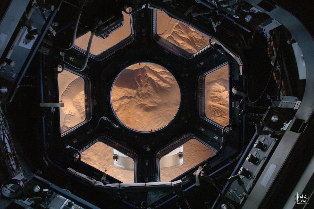 Orbiting Mars by Ludo38