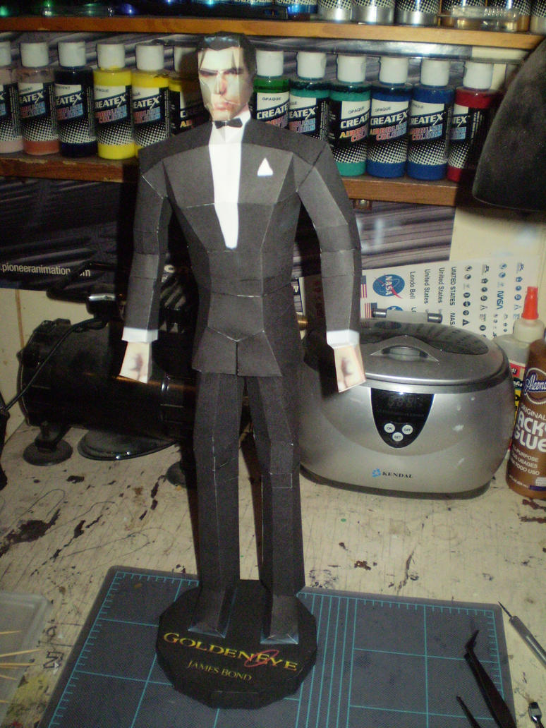 James Bond 007 papercraft by evan3585