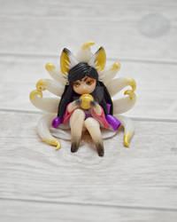 Kitsune With Nine Tails by KawaiiRoxX