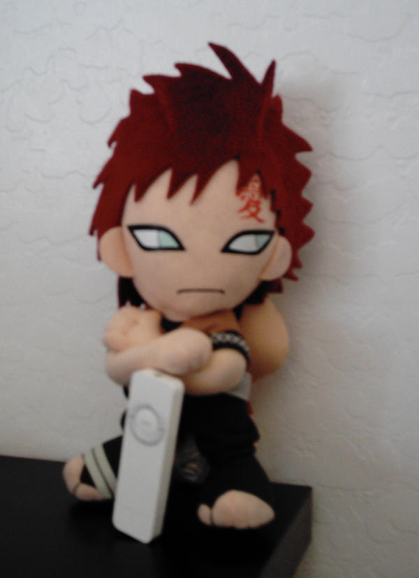 Gaara Plushie + iPod by xXLillie-chanXx