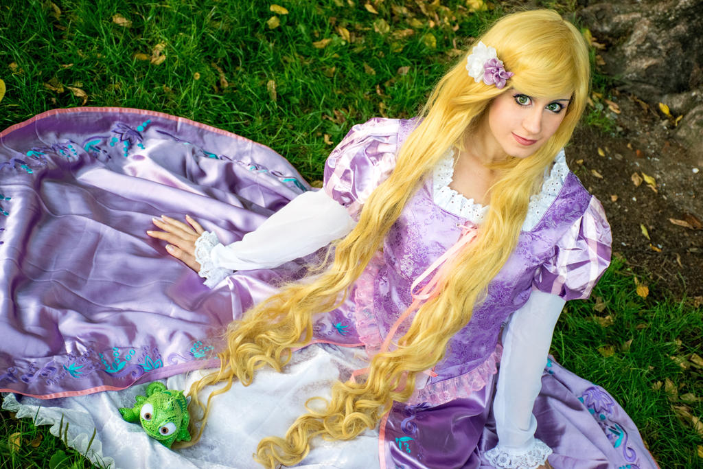Rapunzel cosplay - Tangled by Emy182