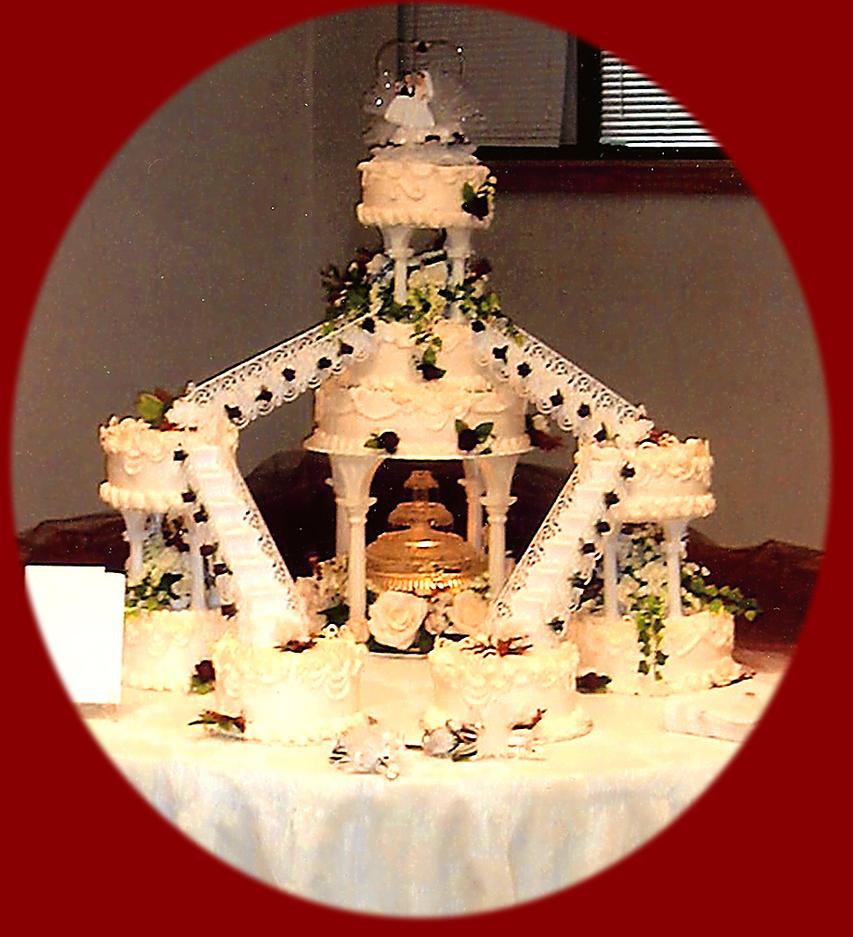 wedding cake by peaceocake