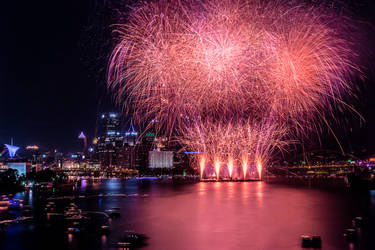 Long Exposure Fireworks - 4th of July by StevenJP