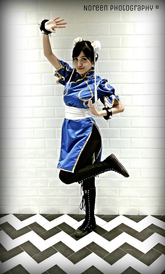 Chun Li Cosplay at AFA 2014 by krymsinthe