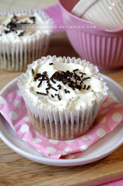 Oreo Cheesecake Cupcakes by claremanson