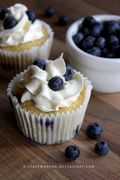 Blueberry Cupcakes (+recipe) by claremanson