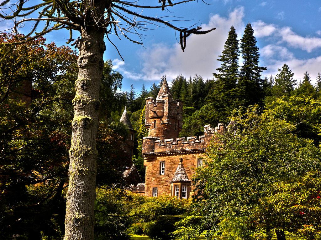 Glenborrodale Castle by SkellMan