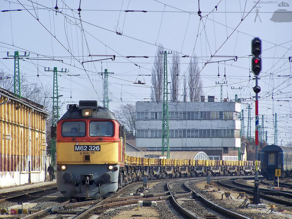 M62 326 with goods train in Gyor on 2010 by morpheus880223