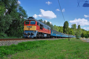 M62 317 with fast train by MorpheusPhotoworks