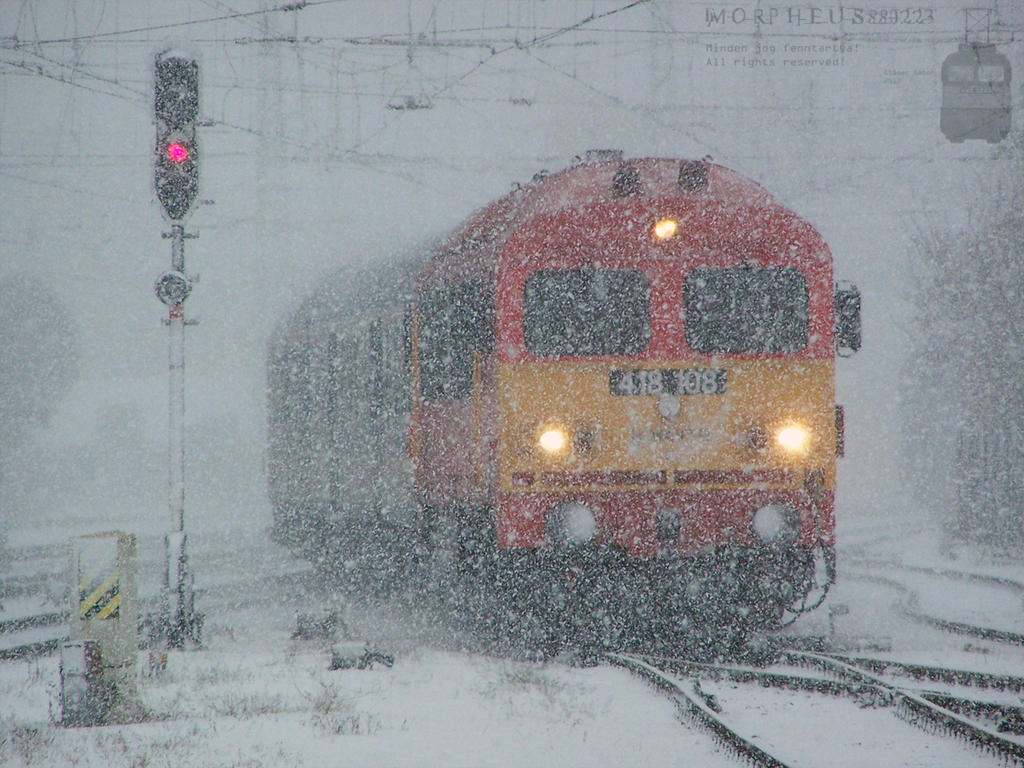 418 108 arrive at Gyor station a snowy day by morpheus880223