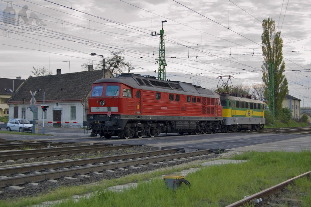 0651 004-9 and V43 323 in Gyor on 18th april, 2012 by morpheus880223