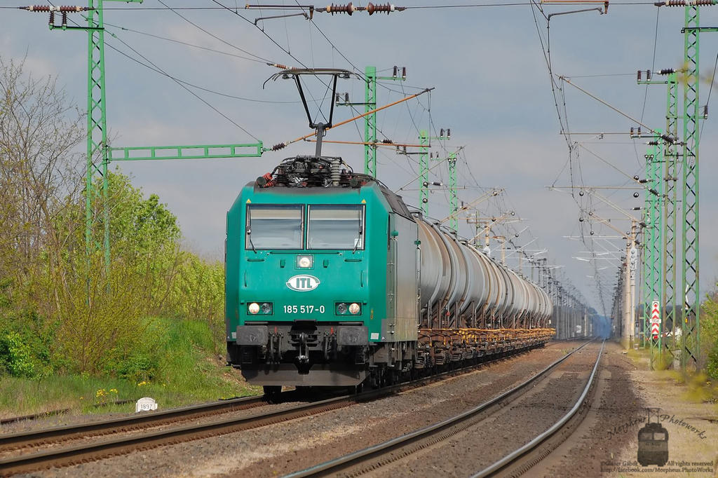 185 517 with freight in Hegyeshalom by morpheus880223