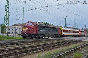 459 022 and 021 with a special coach in Gyor -2016 by MorpheusPhotoworks