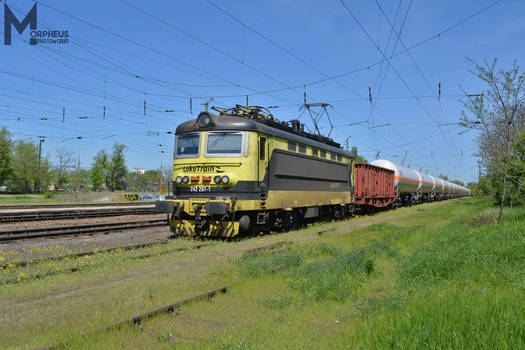 242 287 with a freight train in Budapest -2018-