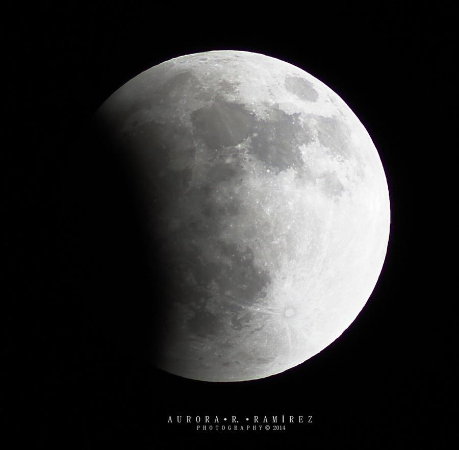 Lunar Eclipse 2014 - 2 by Lethalxr0se