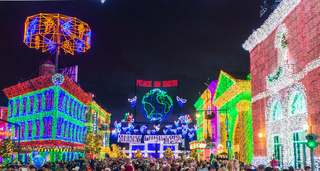 Osborne Spectacle of Lights III by speedofmyshutter