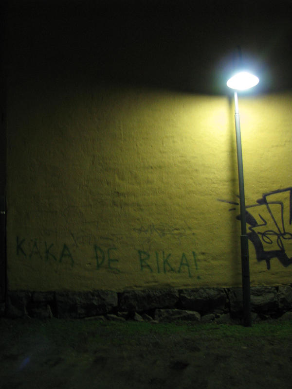 Grafitti at night by jonatanolofsson