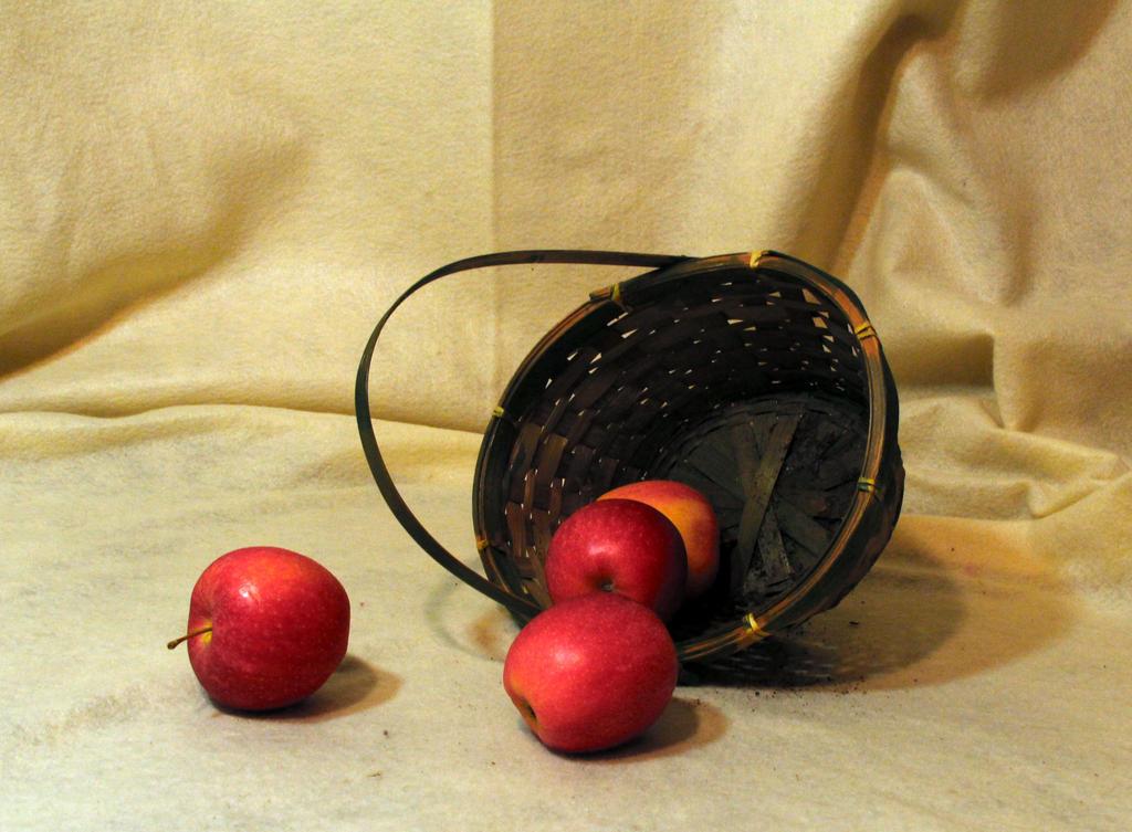 Apples-3 by TwilitesMuse