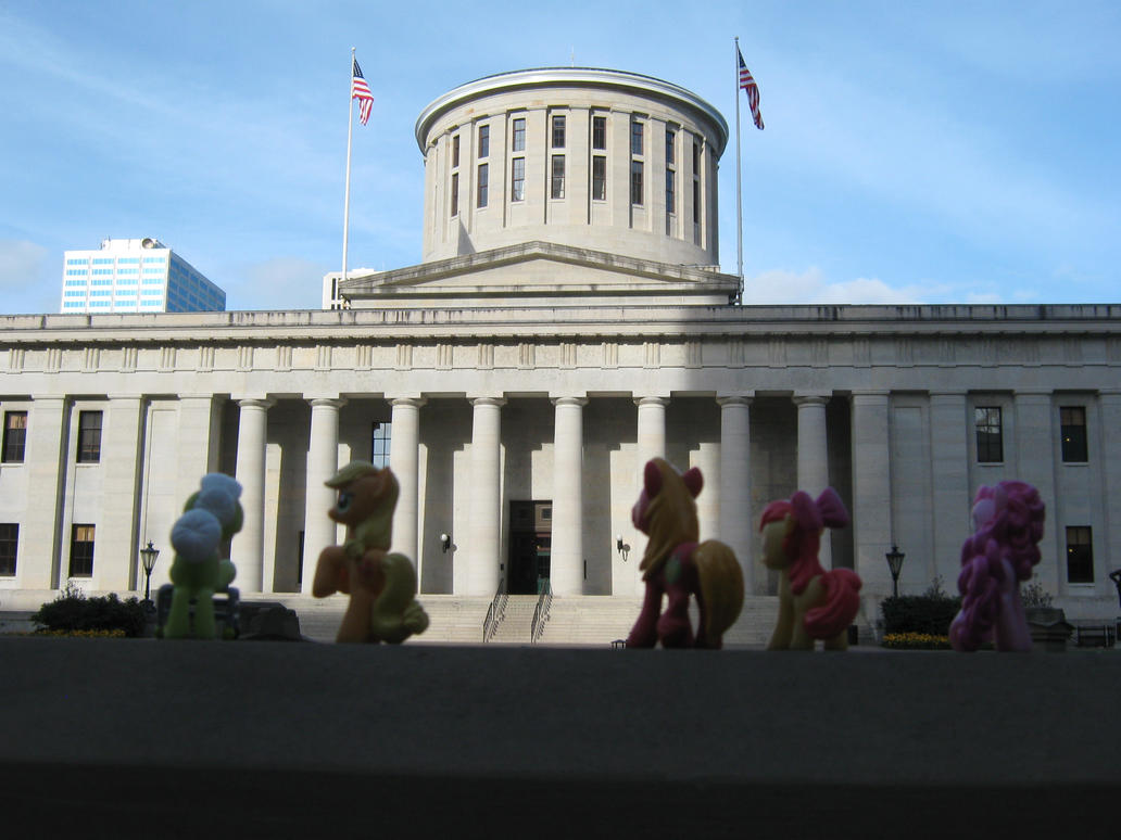 The Apple Family Midwest Vacation: State Capitol by Kaigen42