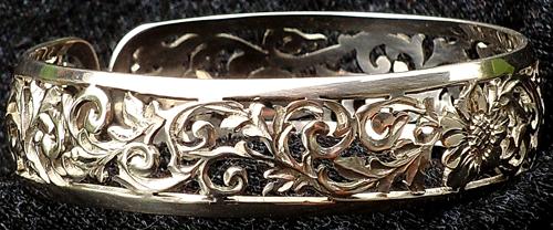 a different bracelet duplicate by manuroartis