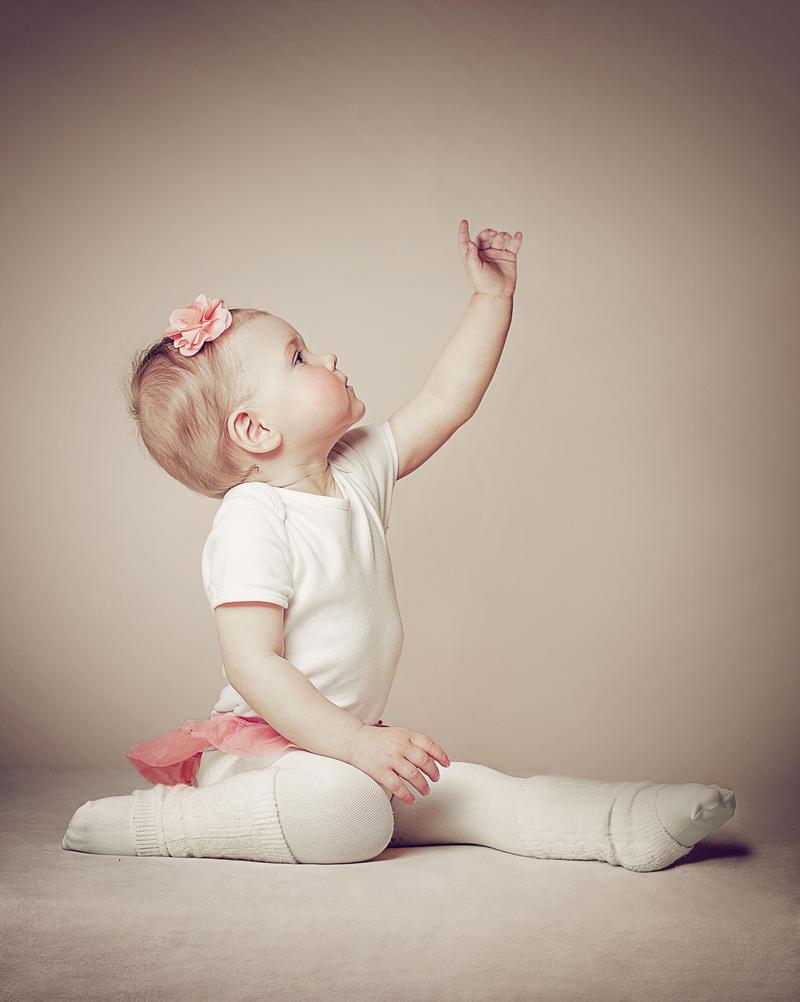 Ballerina I by MonikaOsipowska