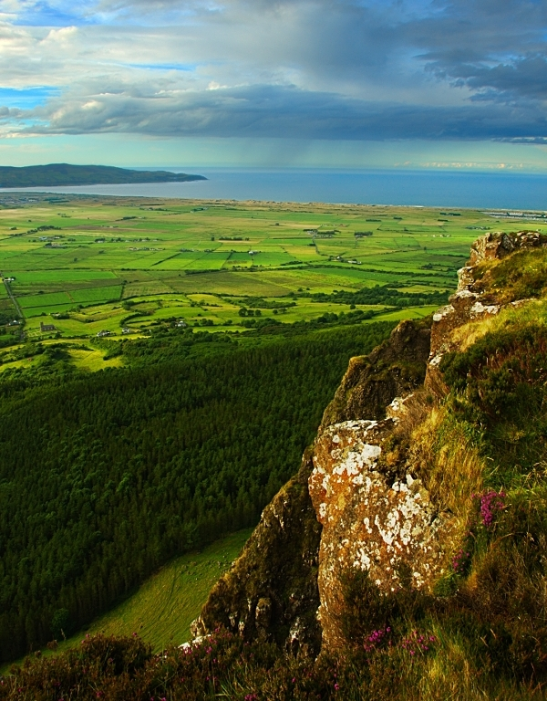 Binevenagh and Benone by younghappy