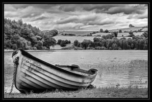 Forgotten Boat by SneachtaPix