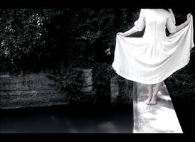la robe blanche. by moumine