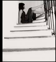 dans l'escalier. by moumine