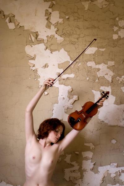 Broken Violin by jennipenny
