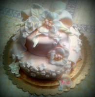 folwers and bow cake by rosecake