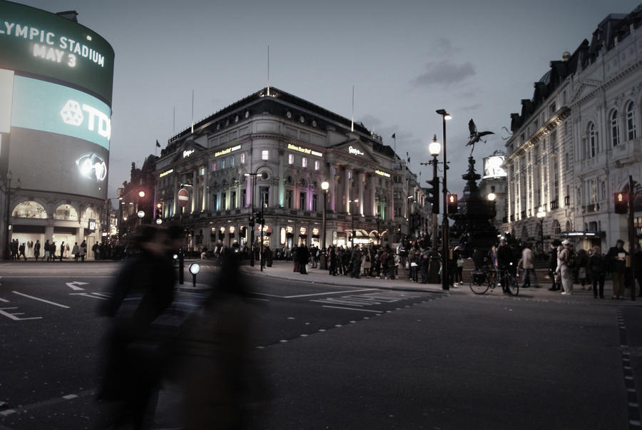 piccadilly by night by Calliopedoll