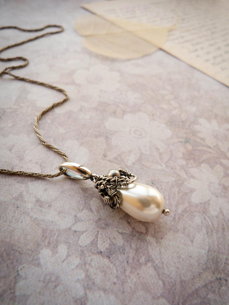 Pearl moon - wire pendant. by UrsulaOT