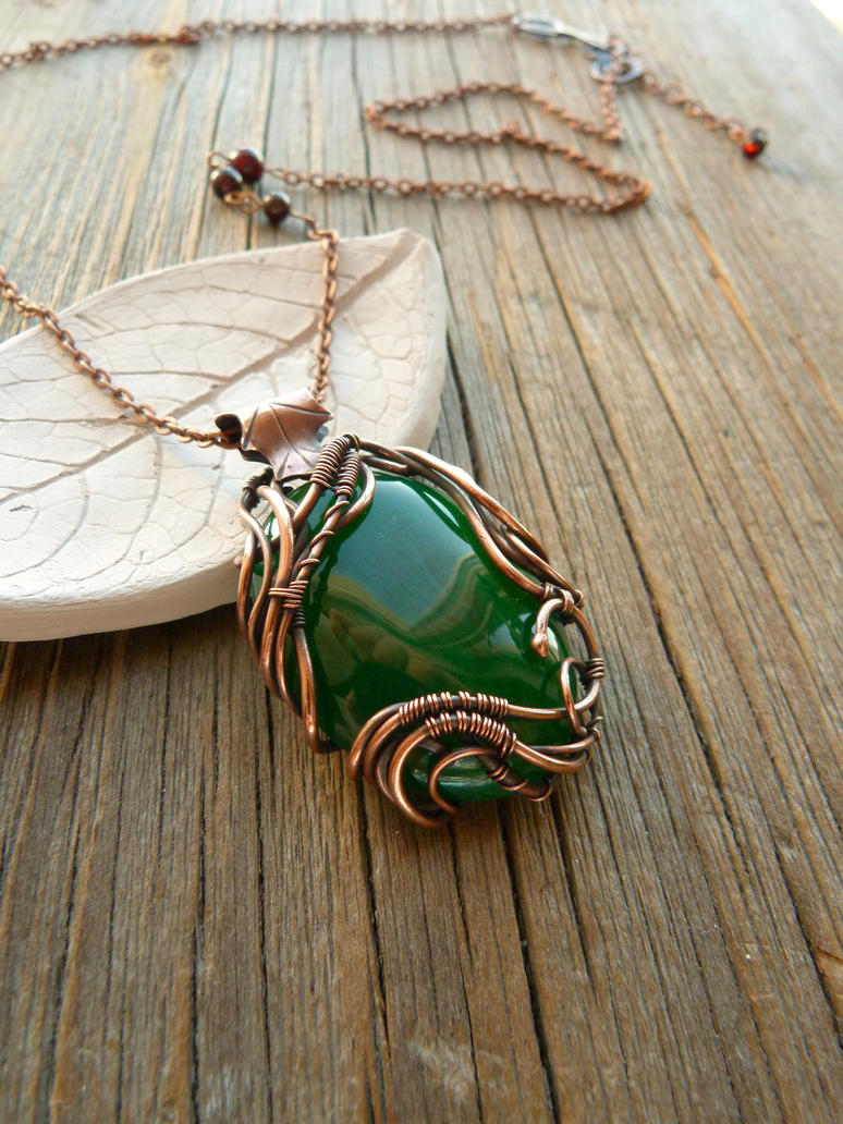Green onyx pendant by UrsulaOT